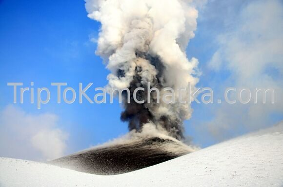 Kamchatka. Eruption of the Plosky Tolbachik volcano. A plume of ash. Tours to the Tolbachik volcano